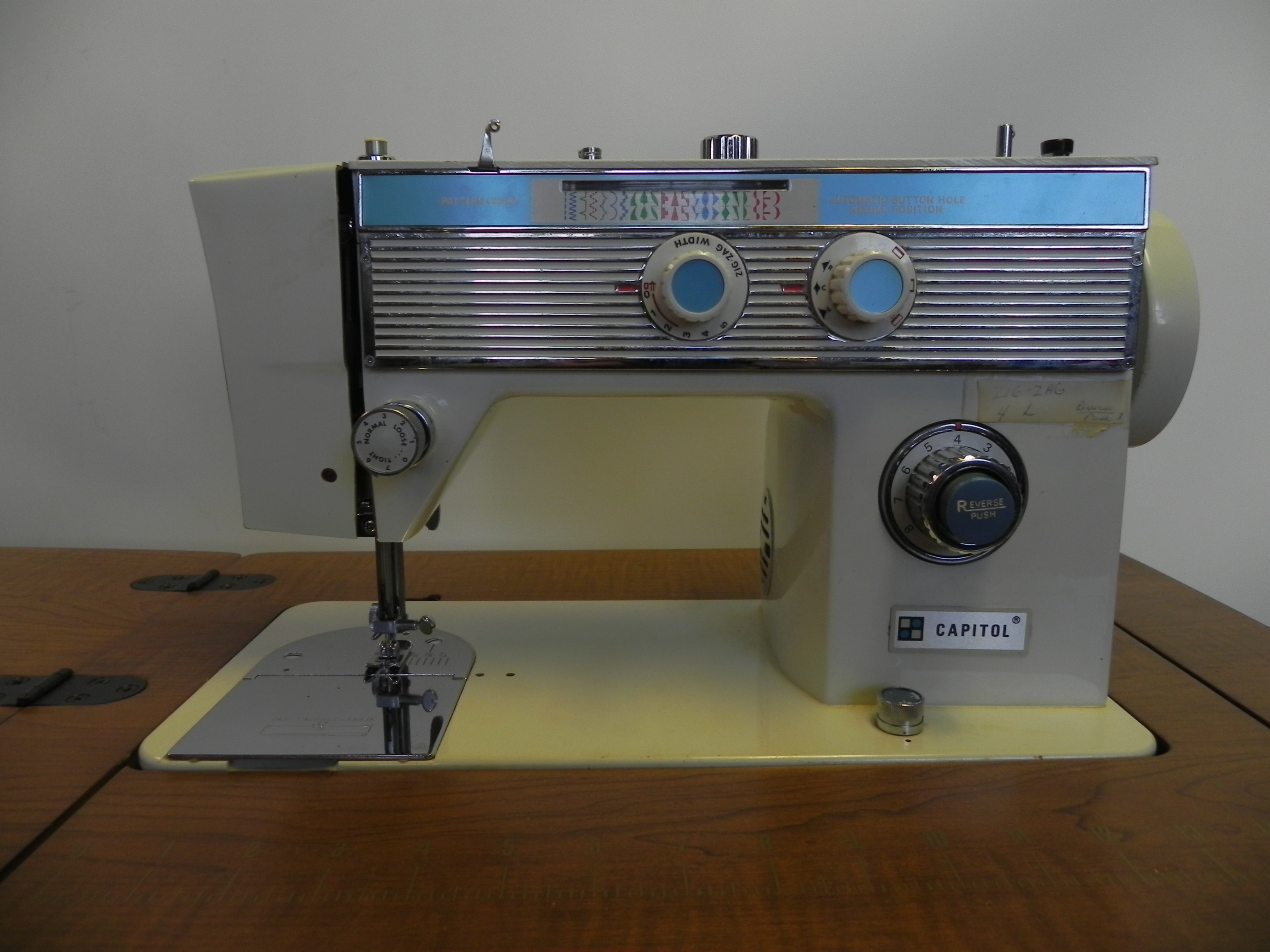 Sewing Machine Capitol Model 5900