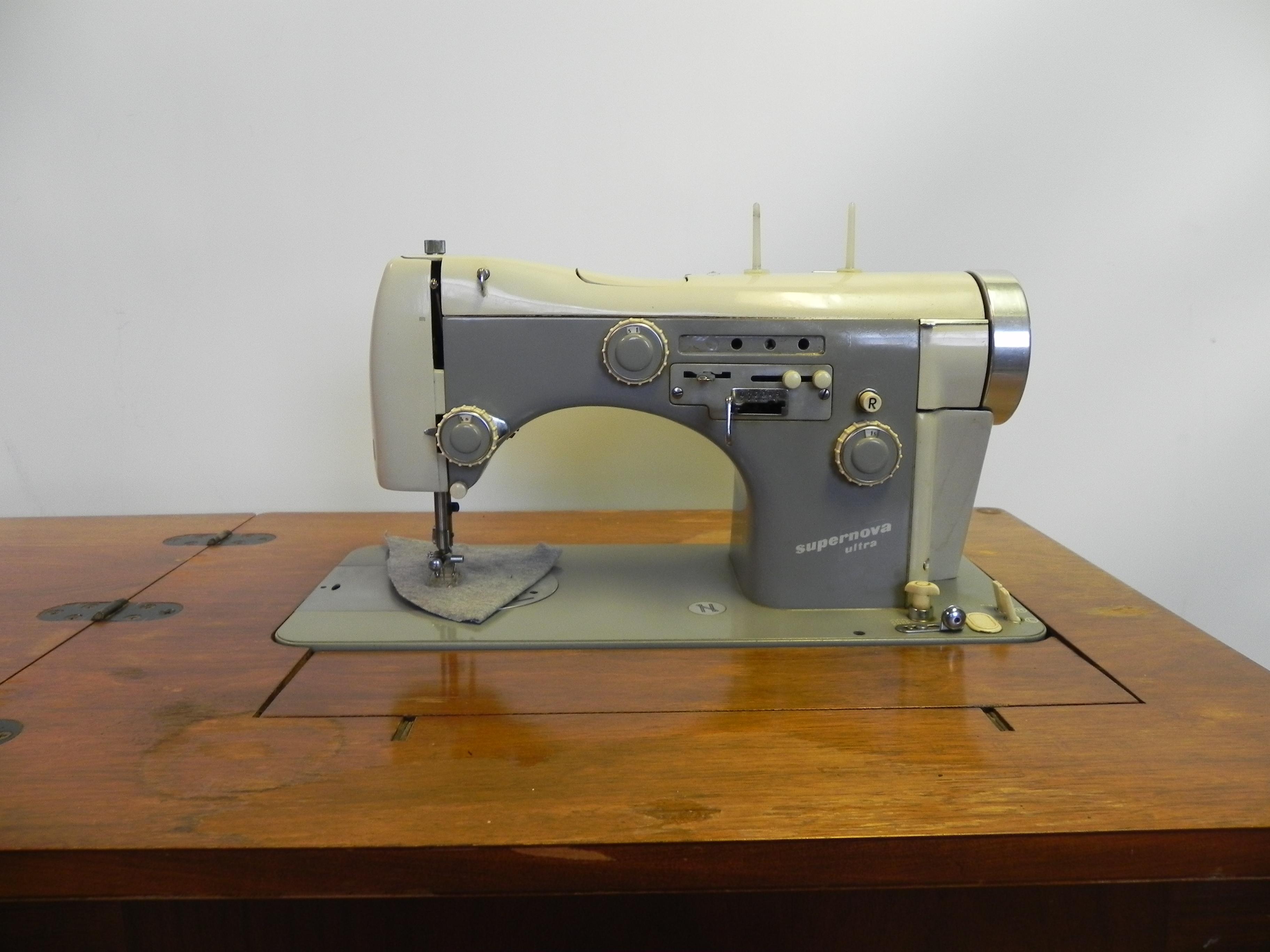 Sewing Machine Necchi Automatic Supernova Ultra